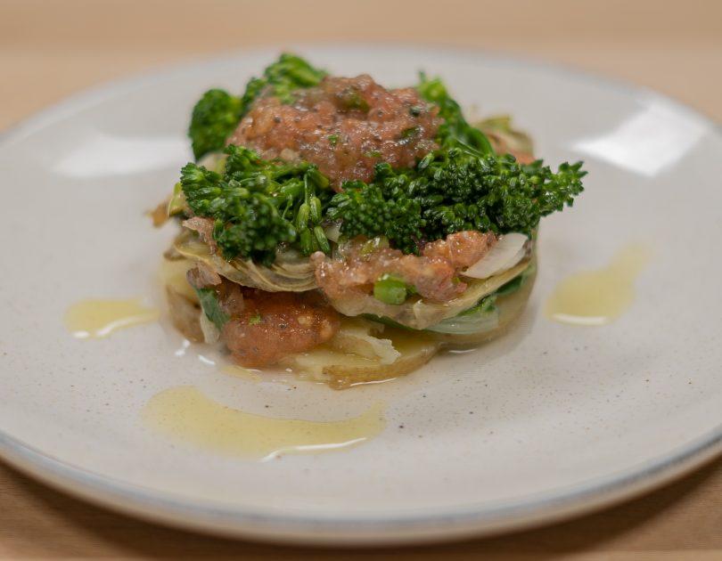 Timbal de patata i verdures amb alfàbrega