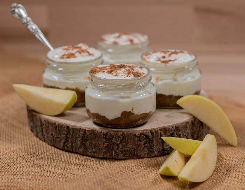 Iogurt grec amb compota de poma i canyella